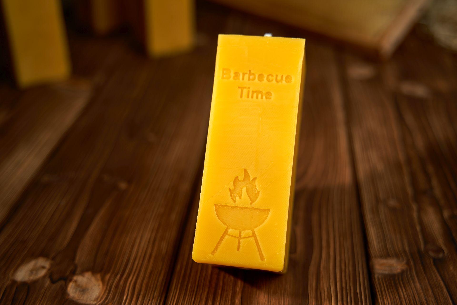 Barbecue Time Kerze (ca. 15cm x 5,5cm) aus 100% Bienenwachs vom Imker