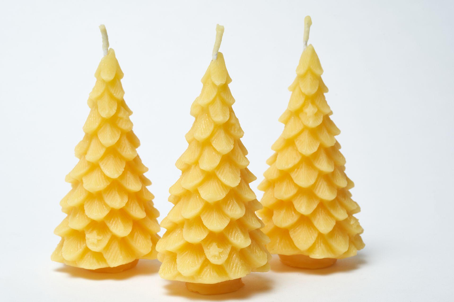 3x Kerze Motiv Tannenbaum (Höhe ca. 11,5cm) aus 100% Bienenwachs vom Imker