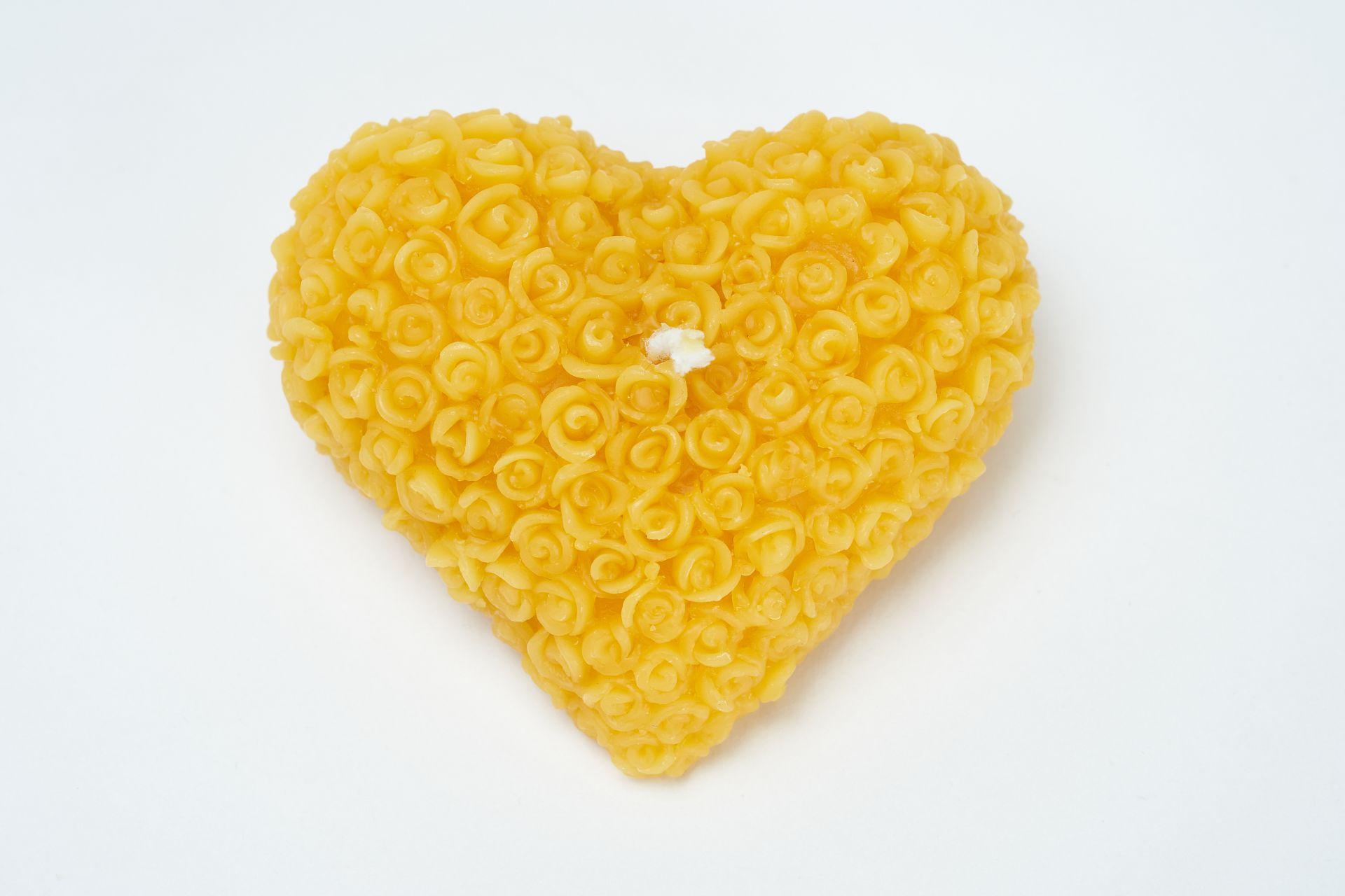 Kerze Motiv Herz (ca. 8cm x 7cm) aus 100% Bienenwachs vom Imker