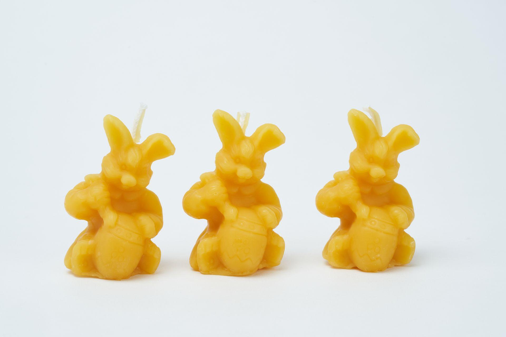 3x Kerze Hase mit Ei (Höhe ca. 5,5cm) aus 100% Bienenwachs vom Imker