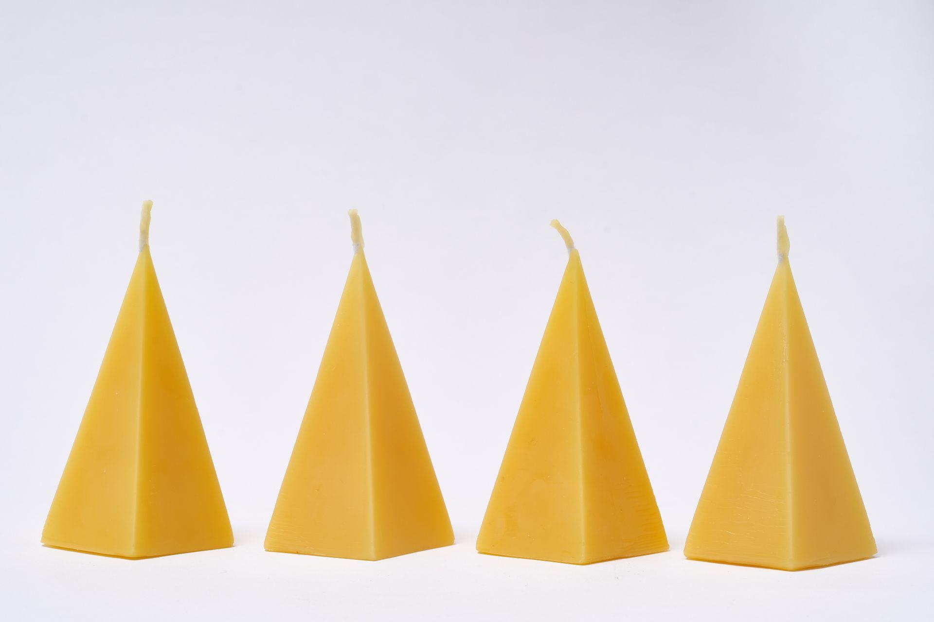 4x Pyramide (ca. 11,5cm x 6,5cm) aus 100% Bienenwachs vom Imker