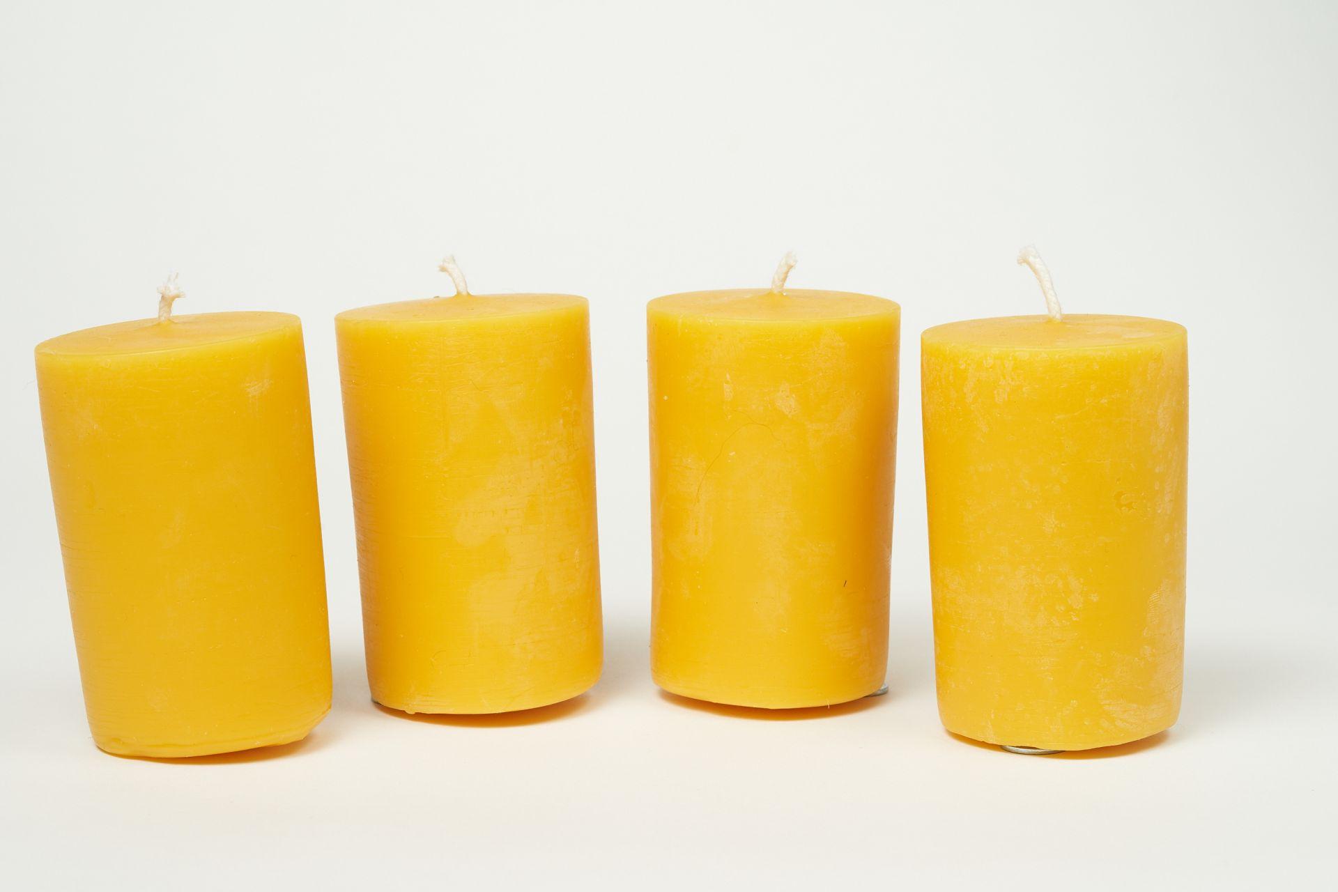 4 Stumpenkerzen (ca. 9cm x 6cm) aus 100% Bienenwachs vom Imker