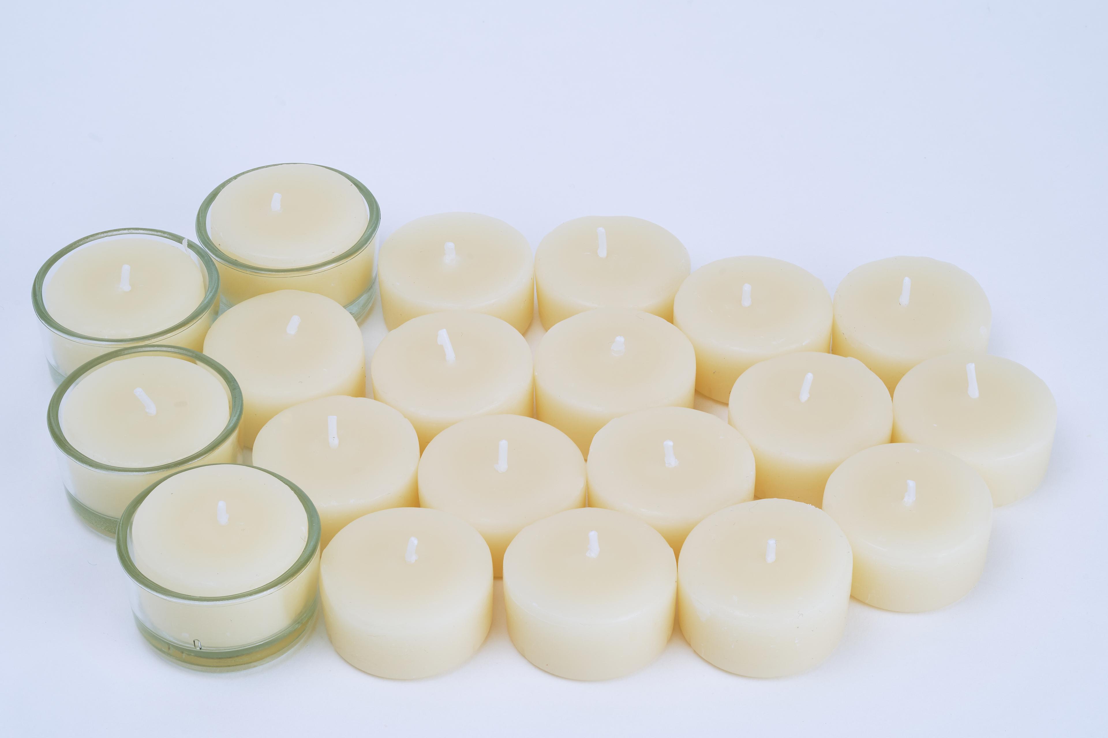 Teelichter aus 100% Bienenwachs - 20 Stk in weiß + 4 Gläser