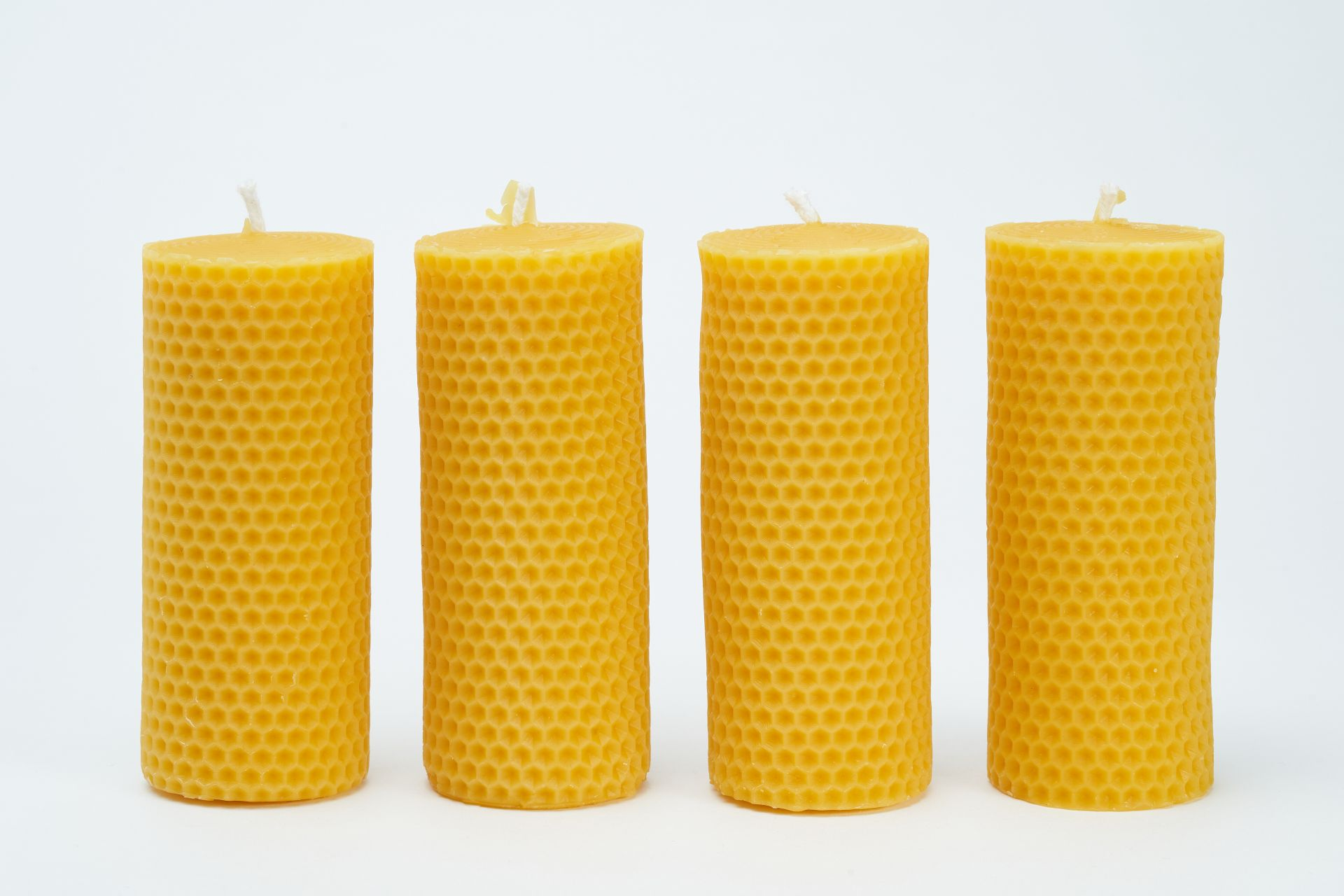 4 Wabenkerzen (ca. 11cm x 4,5cm) aus 100% Bienenwachs vom Imker