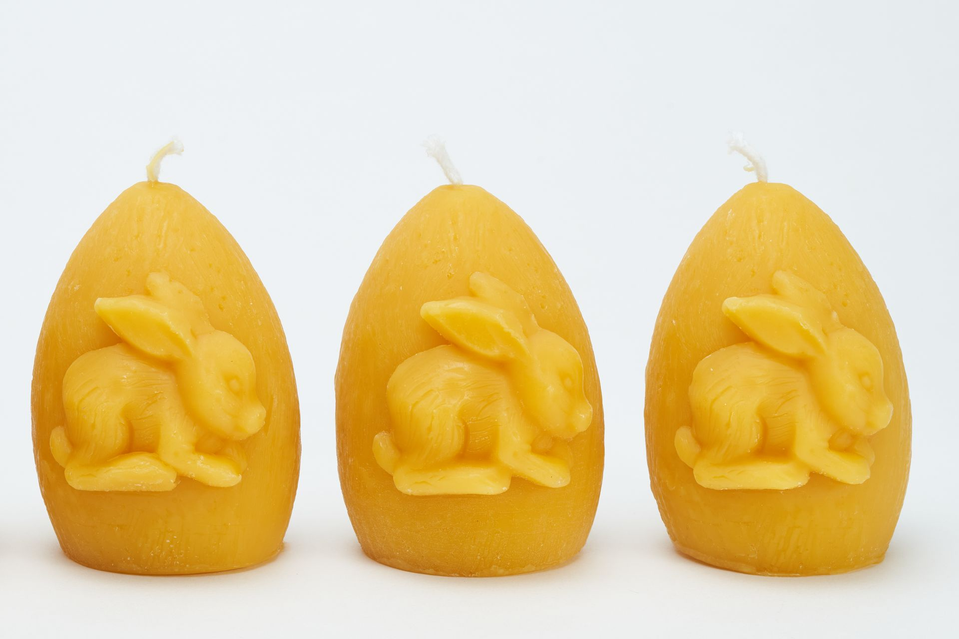 3x Kerze Osterei mit Hase (Höhe ca. 8cm) aus 100% Bienenwachs vom Imker