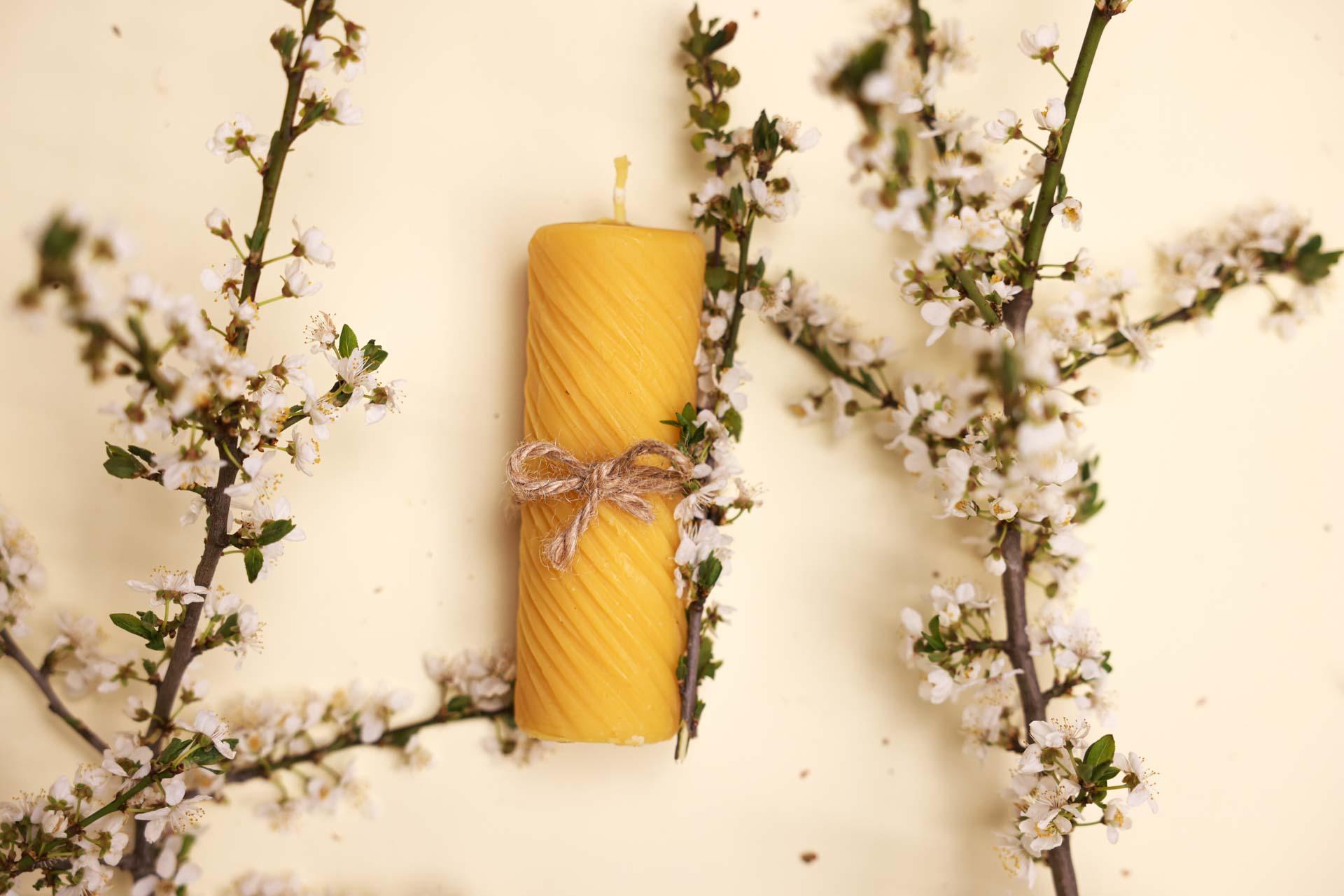 4 Stumpenkerzen gedreht  (ca. 12cm x 4,5cm) aus 100% Bienenwachs vom Imker