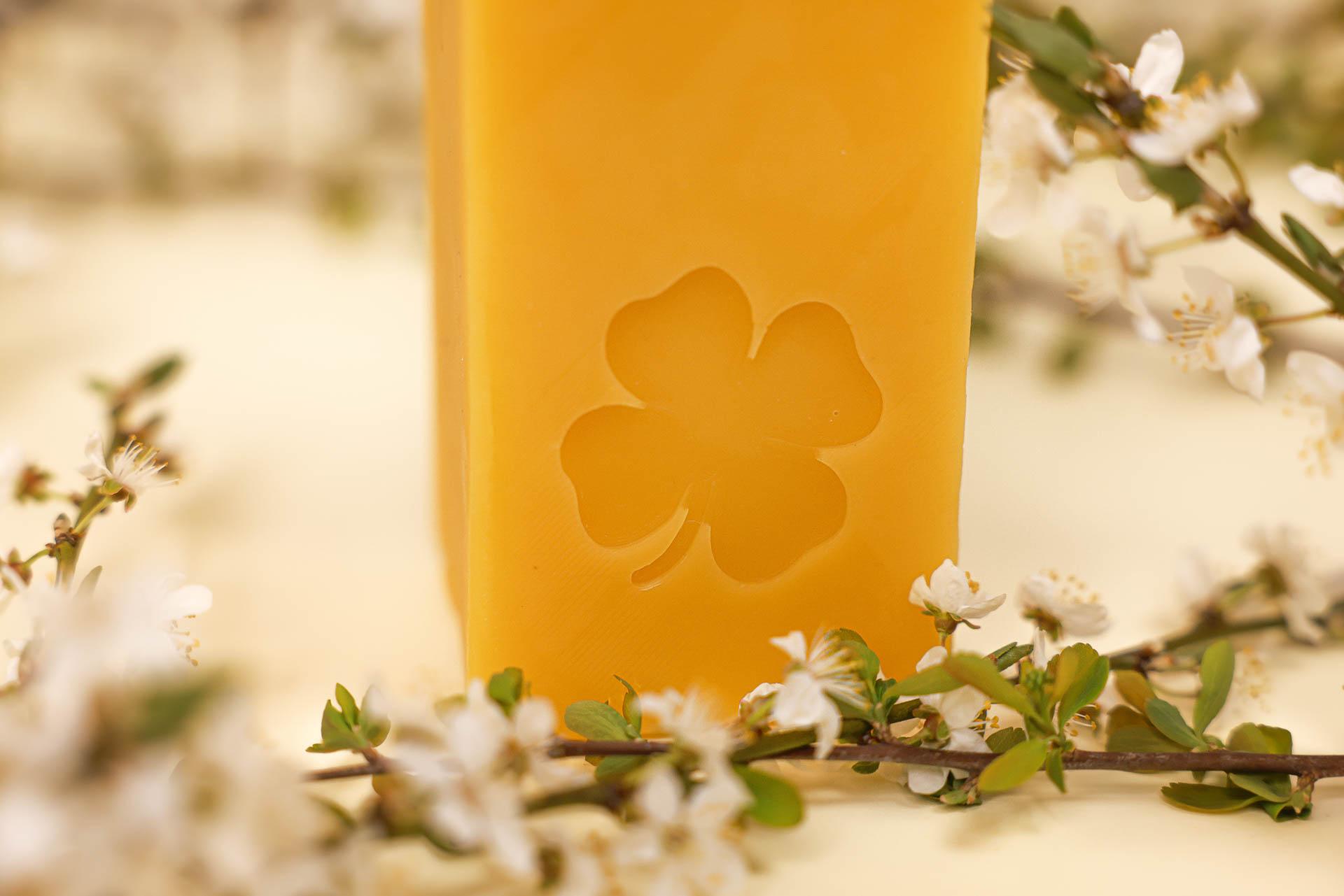 Viel Glück Kerze (ca. 15cm x 5,5cm) aus 100% Bienenwachs vom Imker