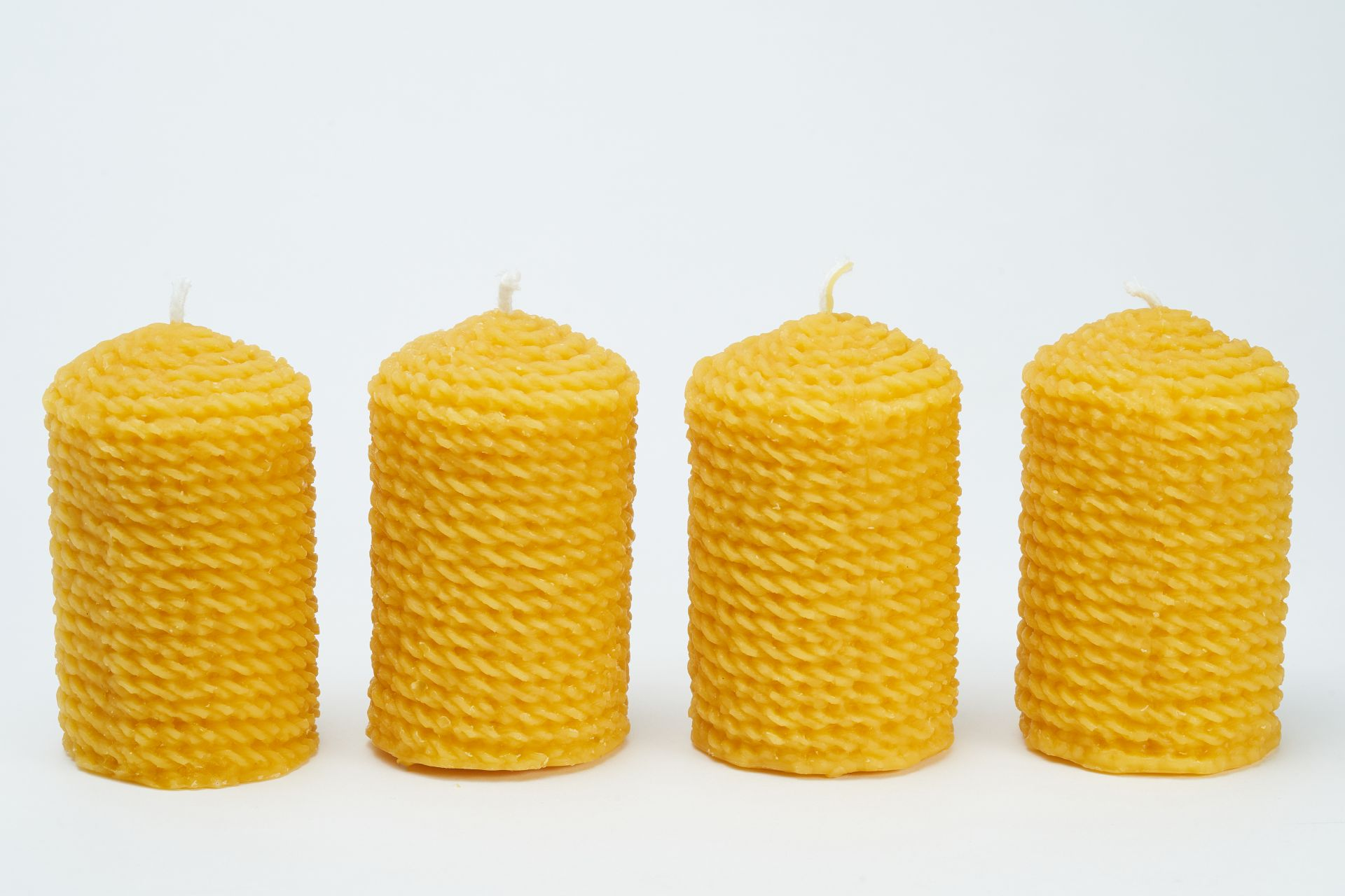 4x Kordelkerze (ca. 9,5cm x 5,5cm) aus 100% Bienenwachs vom Imker