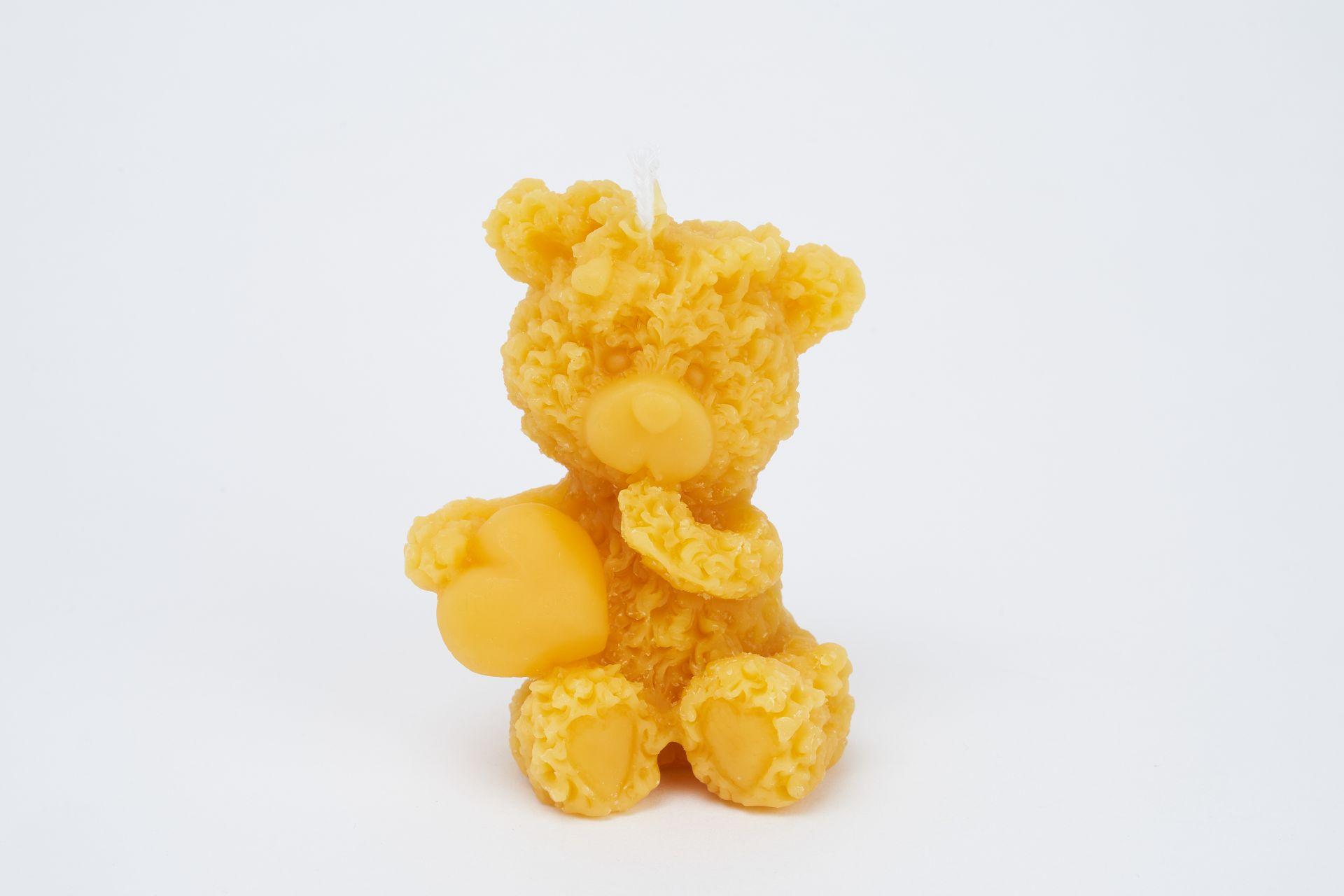 Teddy mit Herz (Höhe ca. 7,5cm) aus 100% Bienenwachs vom Imker